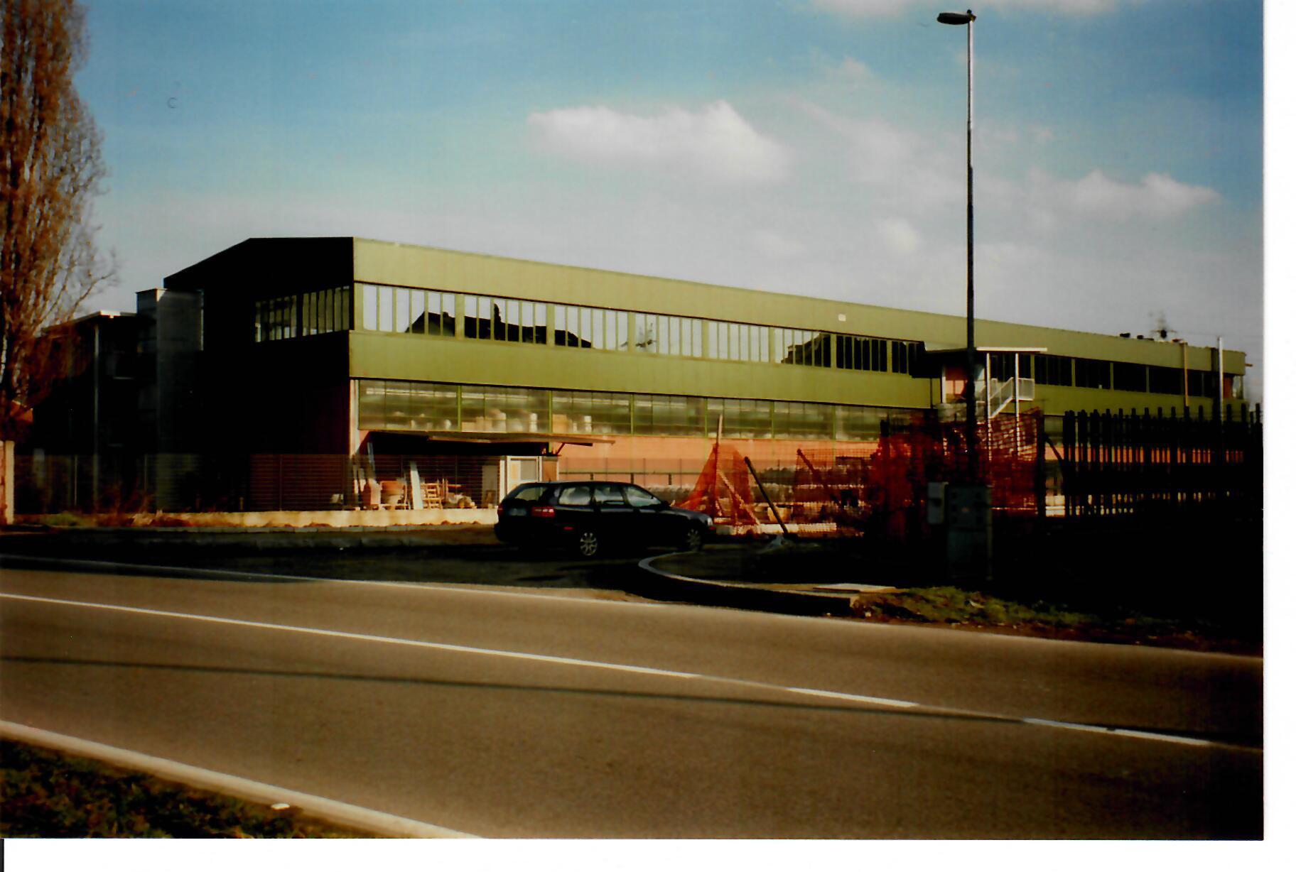 Salone industriale con tetto a doppia falda