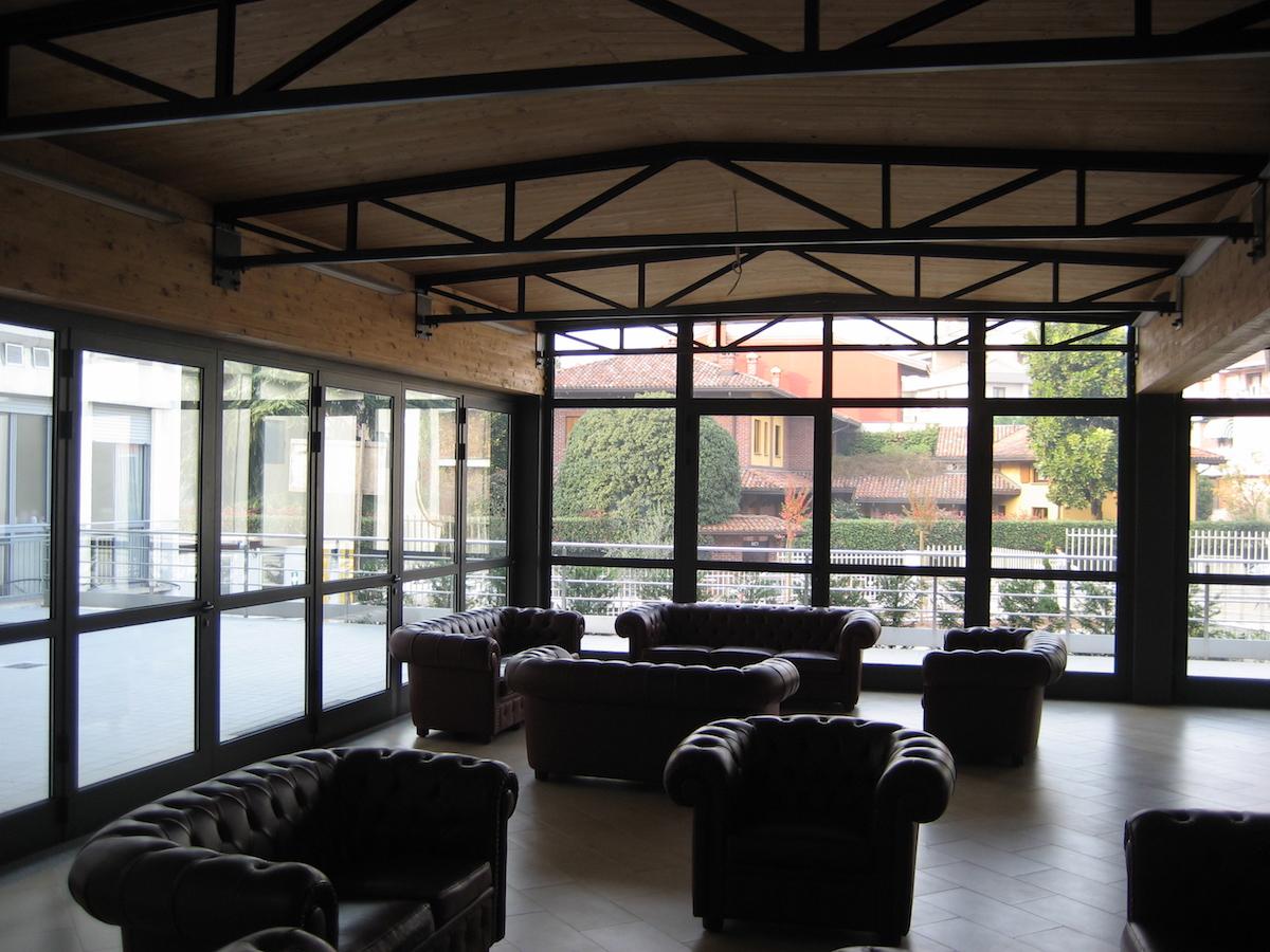 veranda-per-edificio-in-struttura-metallica-e-legno-lamellare-veduta-interna-villa-angelo-sacif-novara
