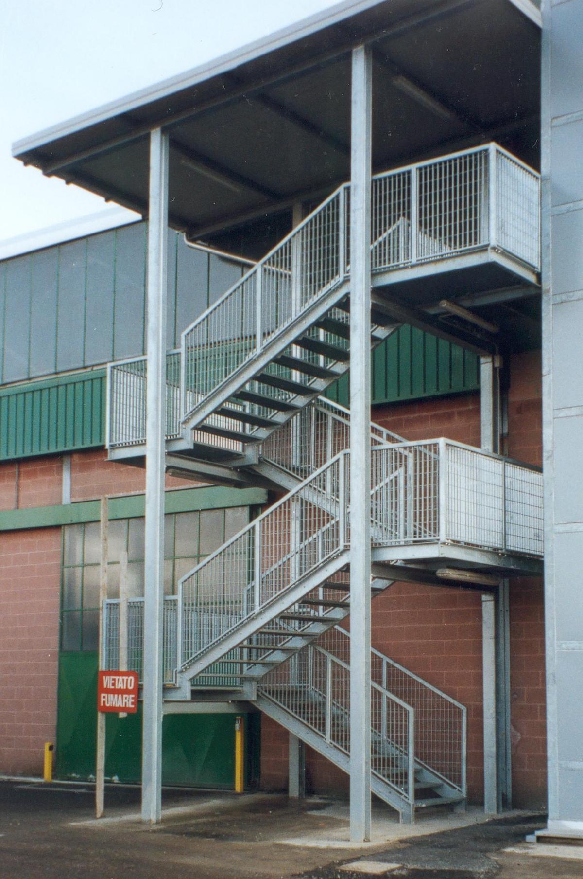 Scala di sicurezza antincendio zincata